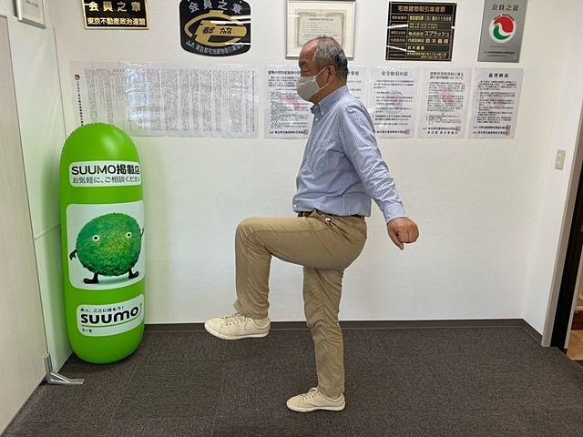 左足を上げる鈴木義晴(2021.1.31)スプラッシュ