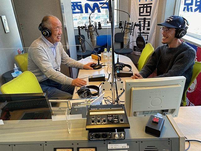 FM西東京のAスタジオでの収録風景ゲストはレイモンドファームの岩崎恭介さん(スプラッシュ)