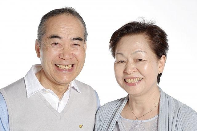 仲の良い高齢者夫婦(スプラッシュ)
