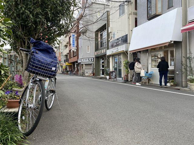 みかずきベーカリーの店頭と愛車の自転車(2021.3.5)スプラッシュ