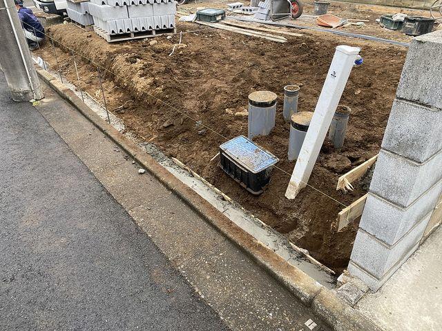西東京市泉町2丁目新築一戸建ての外構工事(西側)の様子(2021.4.13)スプラッシュ