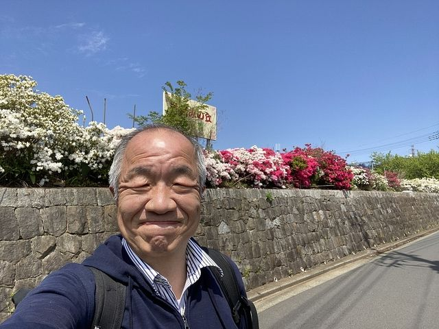 西東京市下保谷3丁目新築一戸建ての現場近くで自撮りする鈴木義晴(2021.4.15)スプラッシュ