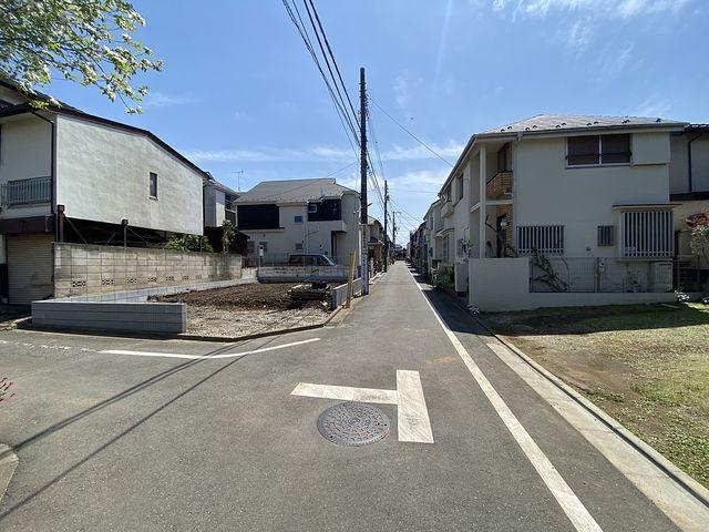 先行して外構工事が完了した西東京市泉町2丁目の新築一戸建ての西側公道部分(2021.4.15)スプラッシュ