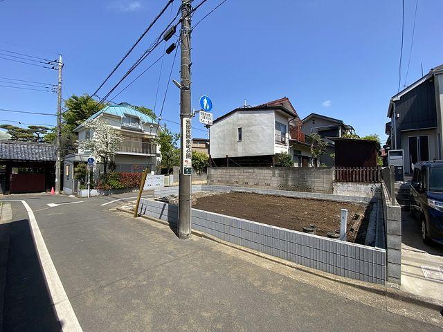 先行して外構工事が完了した西東京市泉町2丁目の新築一戸建て(2021.4.15)スプラッシュ