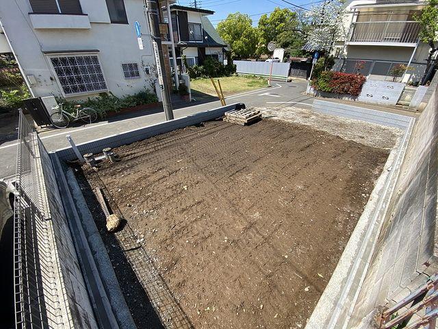 先行して外構工事が完了した西東京市泉町2丁目の新築一戸建ての敷地(2021.4.15)スプラッシュ