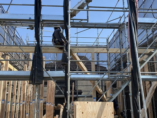 西東京市下保谷3丁目新築一戸建ての建て方作業の様子3(2021.4.20)スプラッシュ