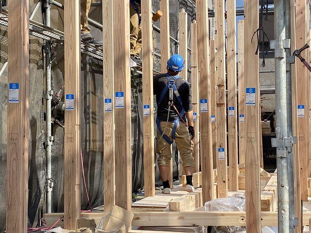 西東京市下保谷3丁目新築一戸建ての建て方作業の様子4(2021.4.20)スプラッシュ