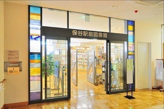 西東京市立保谷駅前図書館の入口 スプラッシュ