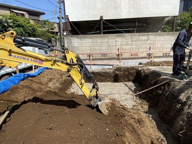 西東京市泉町2丁目の新築一戸建て基礎工事(駐車スペース部分の根切り)の様子(2021.4.30)スプラッシュ