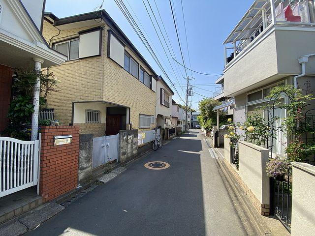 馬の背から見た西東京市向台町6丁目の戸建住宅の前面道路の様子(2021.5.1)スプラッシュ