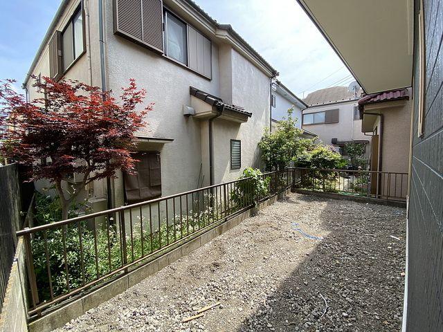 西東京市下保谷3丁目新築住宅の庭先2(2021.5.14)スプラッシュ