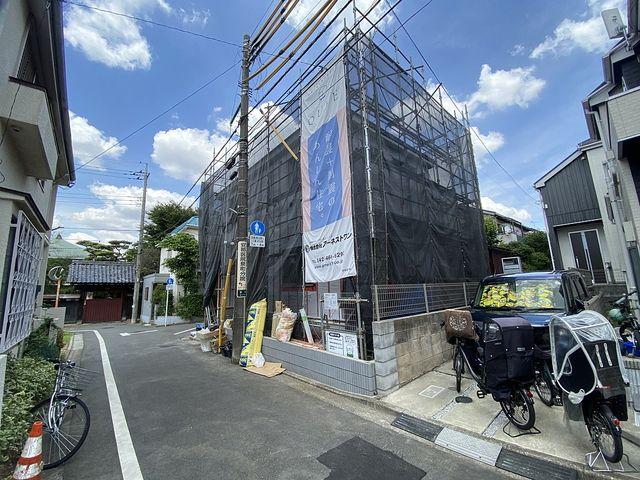 西東京市泉町2丁目新築戸建の西南側からみた外観(2021.6.3)スプラッシュ