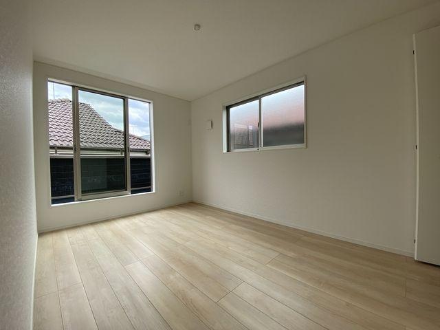 完成した西東京市下保谷3丁目新築住宅の2階洋室(2021.6.5)スプラッシュ