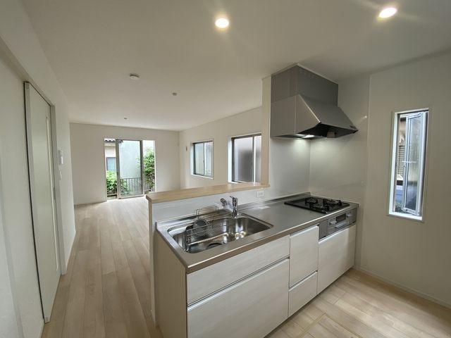 完成した西東京市下保谷3丁目新築住宅のLDK(2021.6.5)スプラッシュ