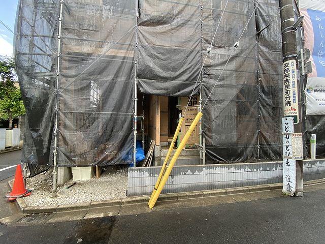 西東京市泉町2丁目の電柱と支線・スプラッシュ
