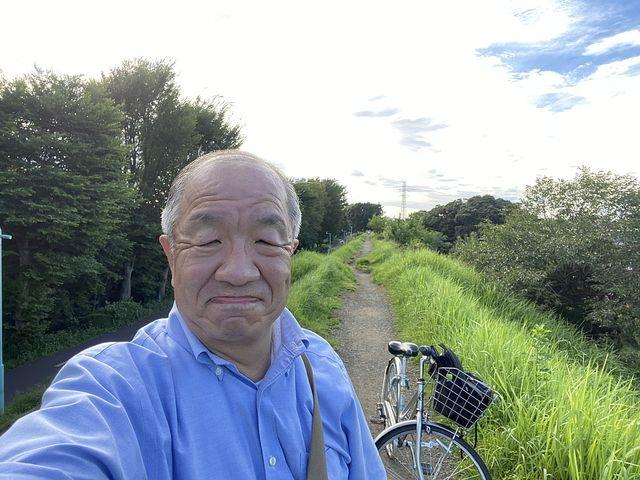 馬の背で自撮りする鈴木義晴 スプラッシュ
