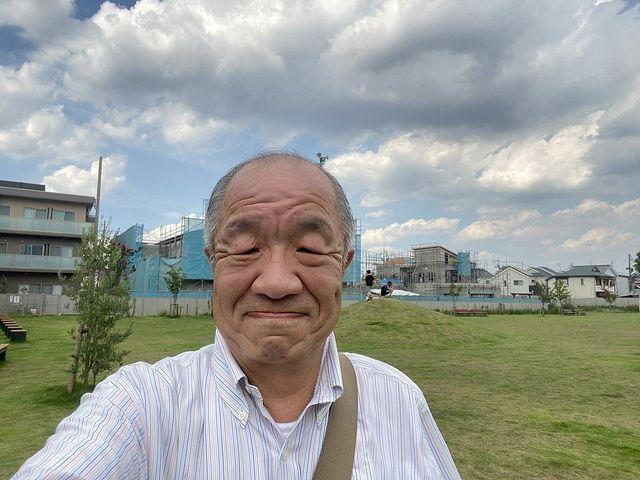 泉小わくわく公園で自撮りする鈴木義晴(2021.8.26)スプラッシュ