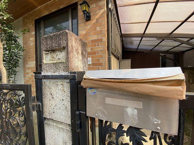 ガムテープで郵便ポストを塞いだ西東京市下保谷5丁目の空き家 スプラッシュ