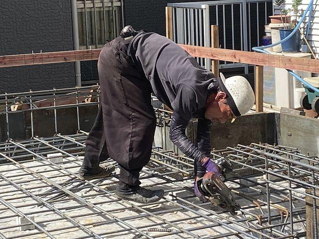 建物にとって大切な基礎、その配筋を組む人