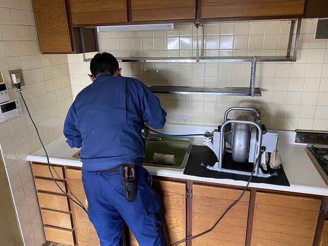 西原グリーンハイツ1号棟801号室、排水管洗浄作業をしました(10.21)