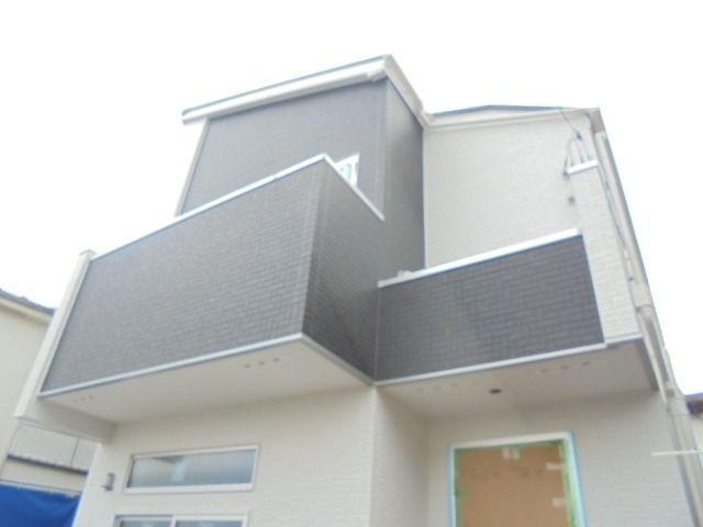 完成間近の西東京市富士町3丁目・新築分譲住宅の外観写真
