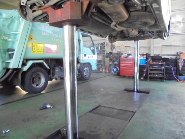 売り自動車整備工場 大型8tまで上げられるリフトを装備(弊社管理物件)