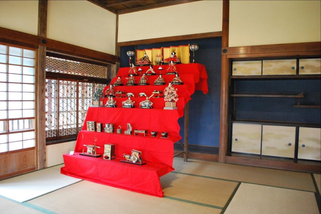昭和30年代の七段飾りが見れます