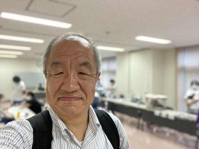 7月25日開催された猫の譲渡会の会場で自撮りする鈴木