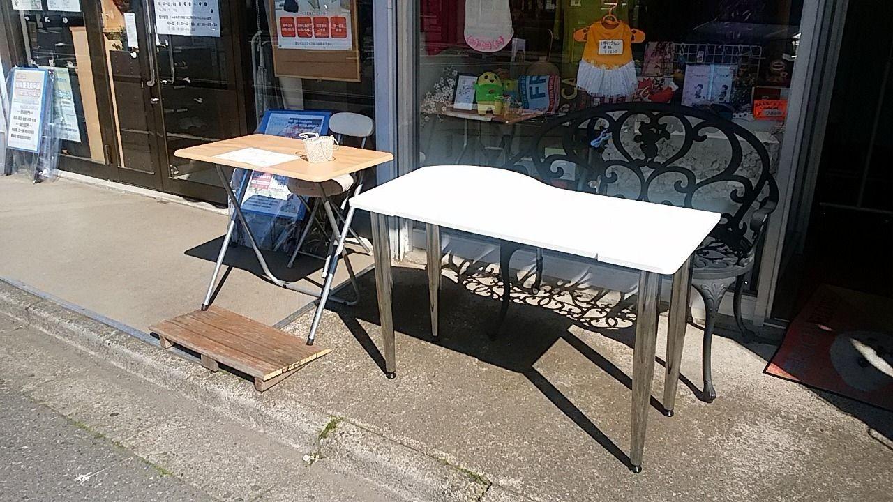 舞ROOM桔梗の店頭に置いたテーブル