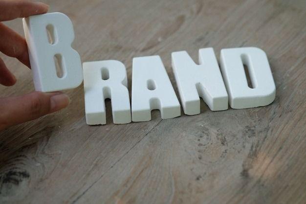 ブランドとはアイデンティティである。ブランドは、企業から顧客に向けてのメッセージであり、顧客が企業の価値を知る上での重要なファクターである。