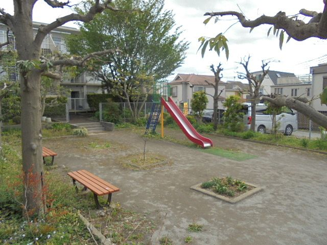 保谷ハウス130号室前の公園