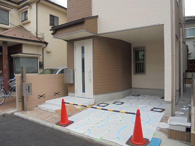 西東京市保谷町5丁目新築一戸建2号棟の玄関&車庫