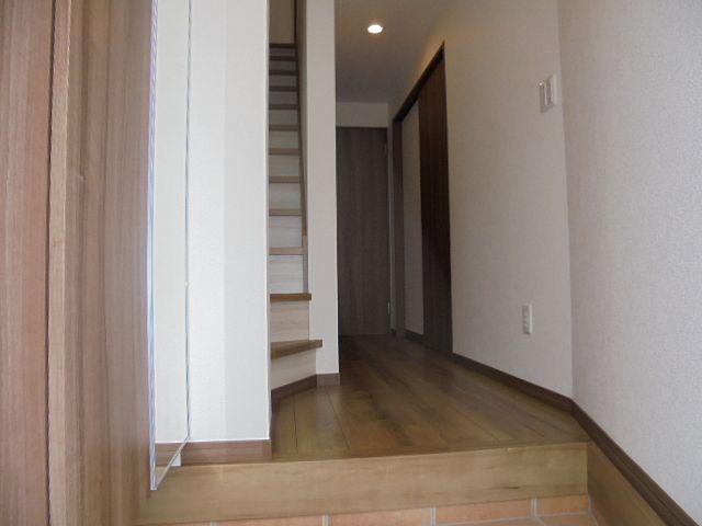 西東京市保谷町5丁目新築一戸建 2号棟の内玄関と廊下