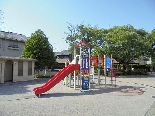 大泉井頭公園の可愛らしい滑り台