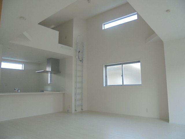 西東京市富士町3丁目新築分譲住宅のリビングダイニング