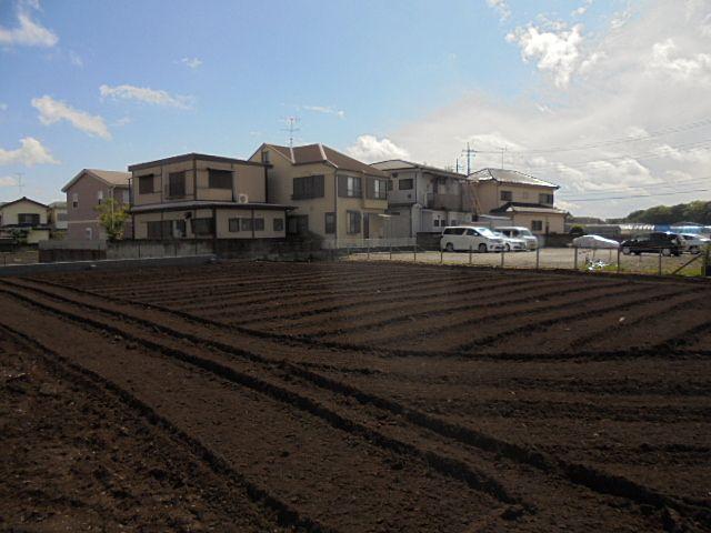 菜園スタッフが野菜作りを手伝ってくれます