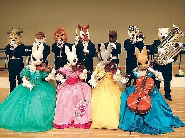 金管五重奏のズーラシアンブラスと弦楽四重奏の弦(つる)うさぎ…動物たちが織りなす不思議なクラシックコンサート、音楽の絵本の世界へ。