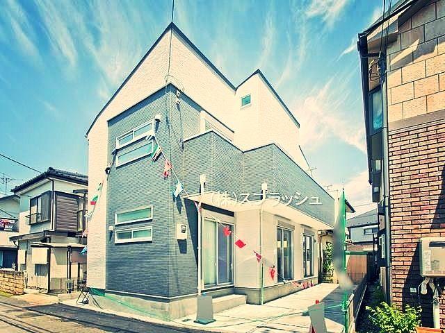 西東京市泉町2丁目の開放感あるワイドサッシと広々としたエントランスホールがある新築一戸建て!西東京市立谷戸第二小学校までは徒歩約8分