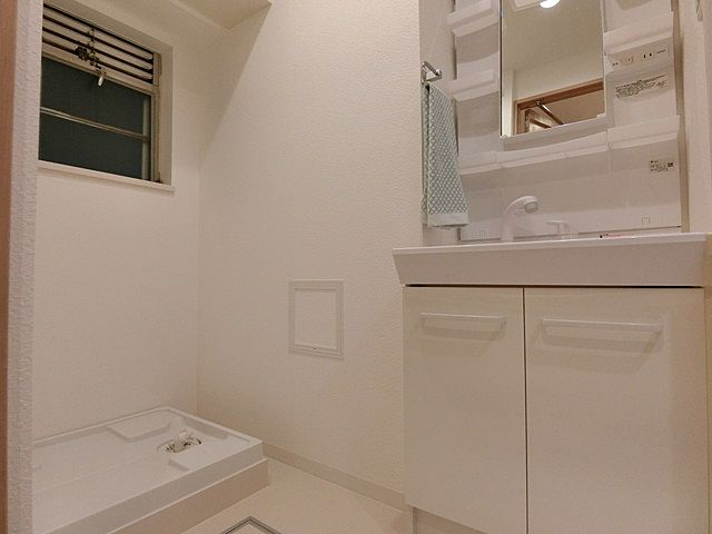 洗面化粧室と洗濯機置場