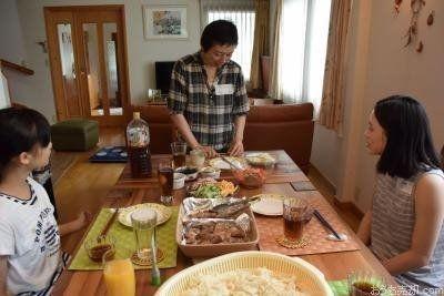 日本の一般家庭を、外国人が宿泊を伴わず短時間訪問し交流することいいます。