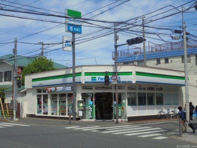 西東京市富士町4丁目に所在するファミリーマート東伏見駅前店
