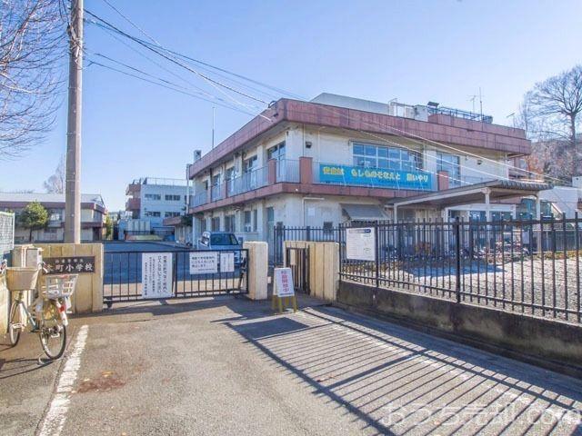 西東京市保谷町一丁目に所在する西東京市立本町小学校のご紹介です。