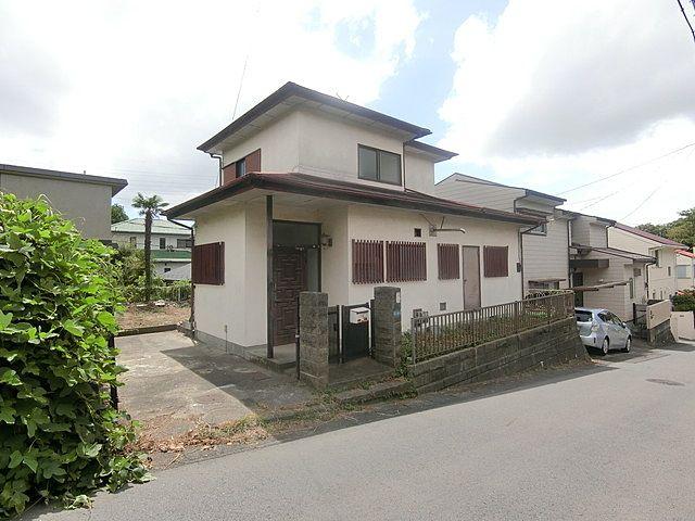 以前、北浦和の奥様のご実家の売却をお手伝いしましたお客様よりお電話をいただきました。「鈴木さん、主人の実家を売ることにしたの。神奈川なんだけど相談にのってくれない?」ということで横浜市西区に行…