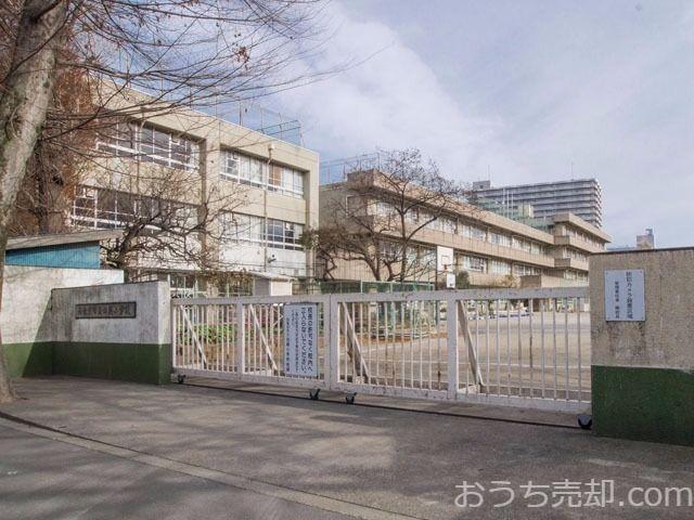 西東京市田無町四丁目に所在する田無小学校のご紹介です。