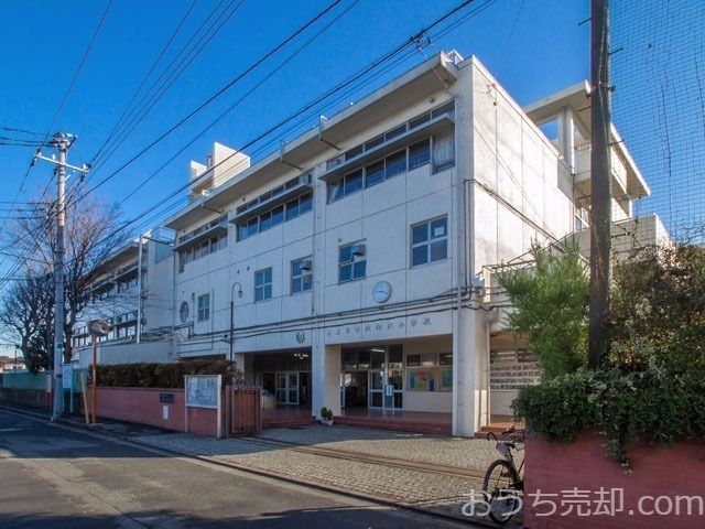 西東京市南町二丁目に所在する柳沢小学校のご紹介です。