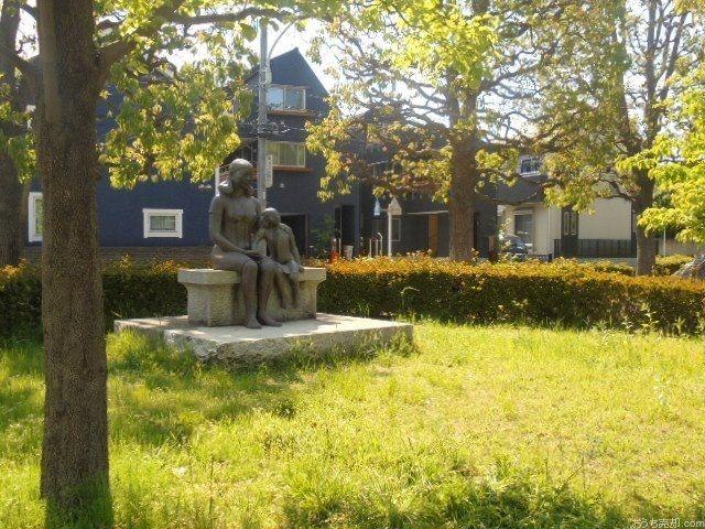 西東京市東町一丁目4番地、市立明保中学校の北側に位置する公園です。