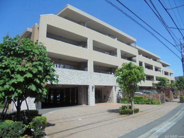 西武新宿線「東伏見」駅徒歩9分、東京都西東京市富士町1丁目11に所在する、2005年3月築、鉄筋コンクリート造4階建て、総戸数89戸のマンションです。