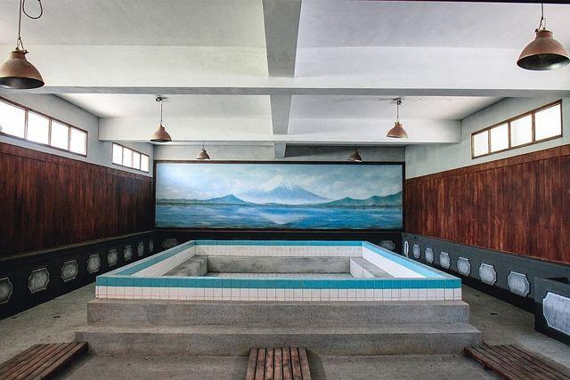 9月の薬湯はスギナの腰湯!西東京市内の公衆浴場で楽しめます。小学生以下は無料!