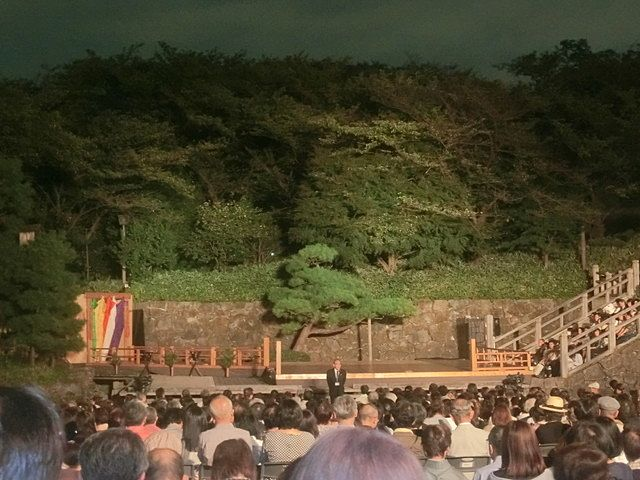 飛鳥山薪能の舞台