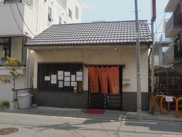 昔ながらの江戸前寿司である、赤酢を使ったシャリが食べられます。大将が毎日築地へ通って仕入れるネタは旬の魚を中心に、どれも最高級品の物ばかり!!